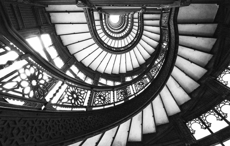 Learn to get great shots (like this one of the Rookery building staircase in Chicago) with expert architecture photography tips.