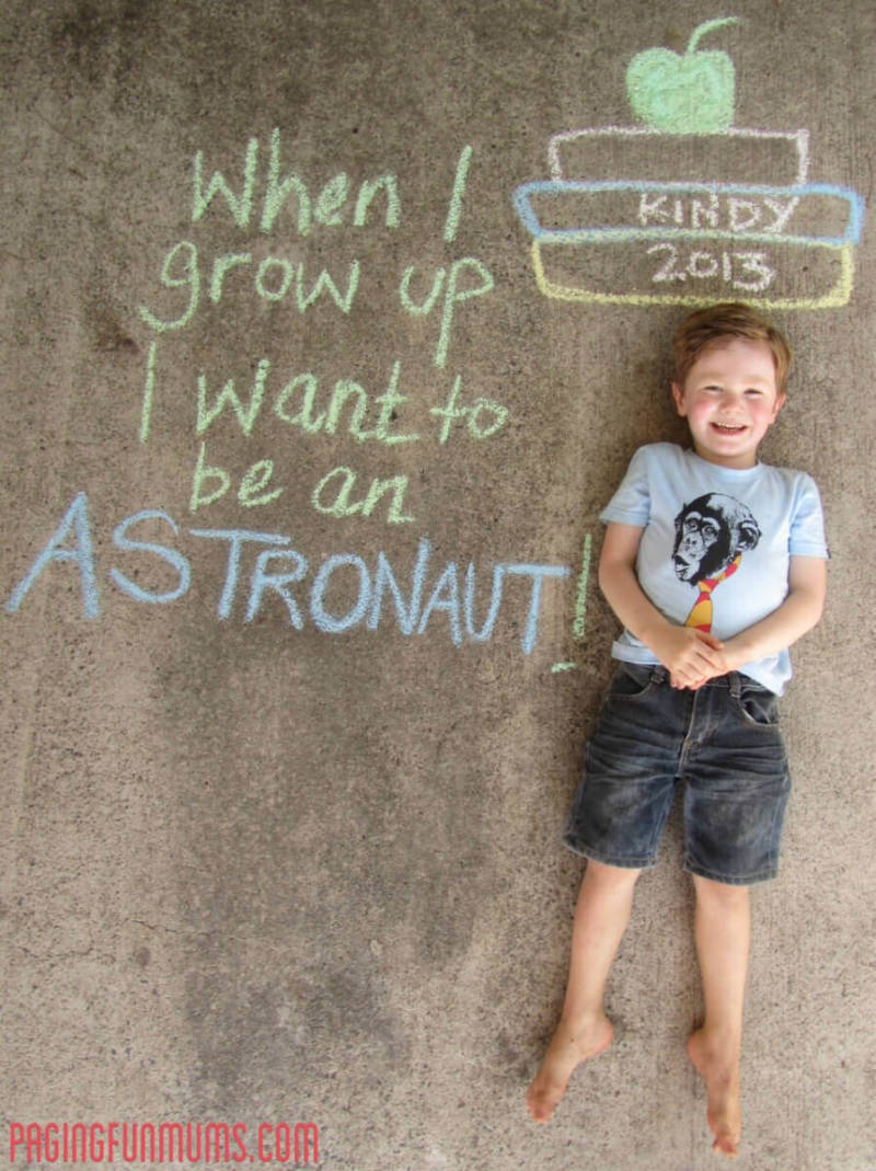 Back to school pics customized with sidewalk chalk. Via Paging Fun Mums.