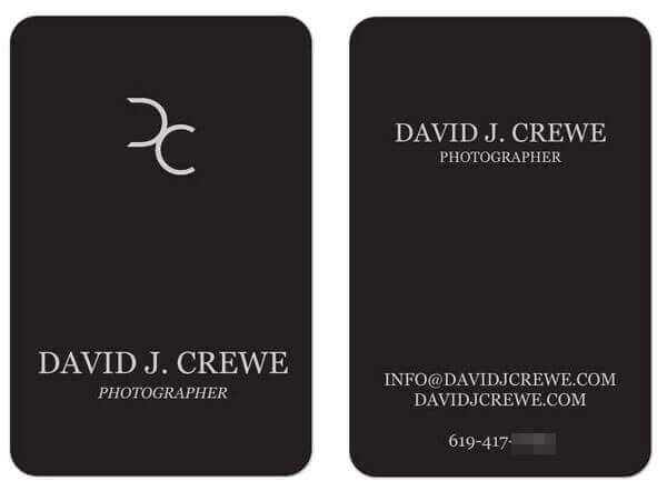 This photographer's business card design features rounded corners.