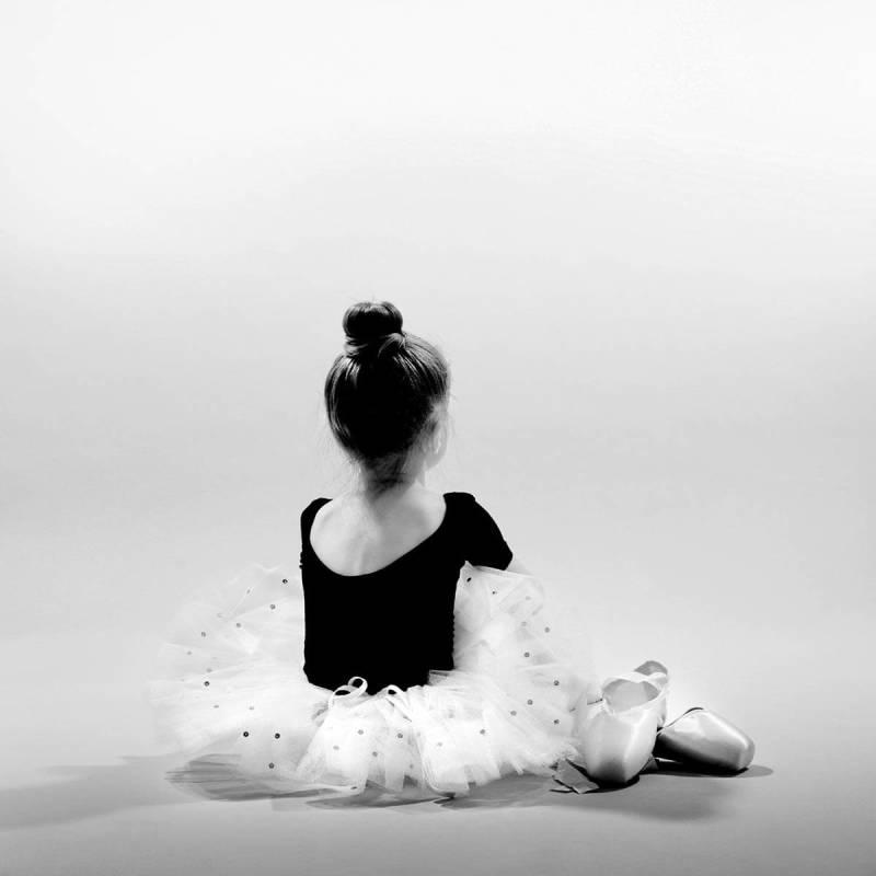super-black-white-effect-ballerina
