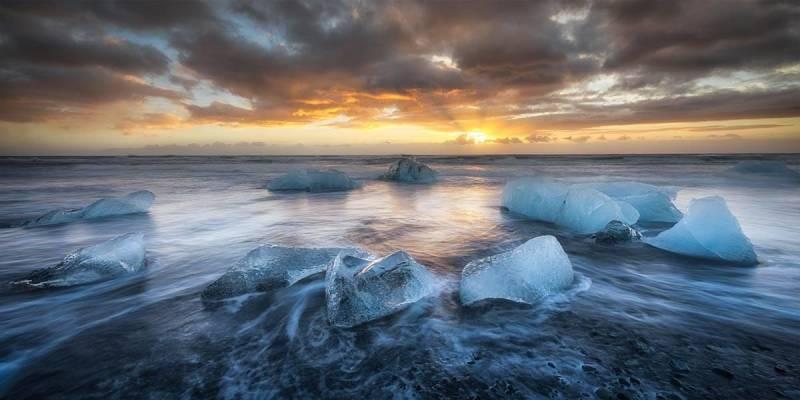 Frits Habermann's water photography from Jökulsárlón beach, Iceland.