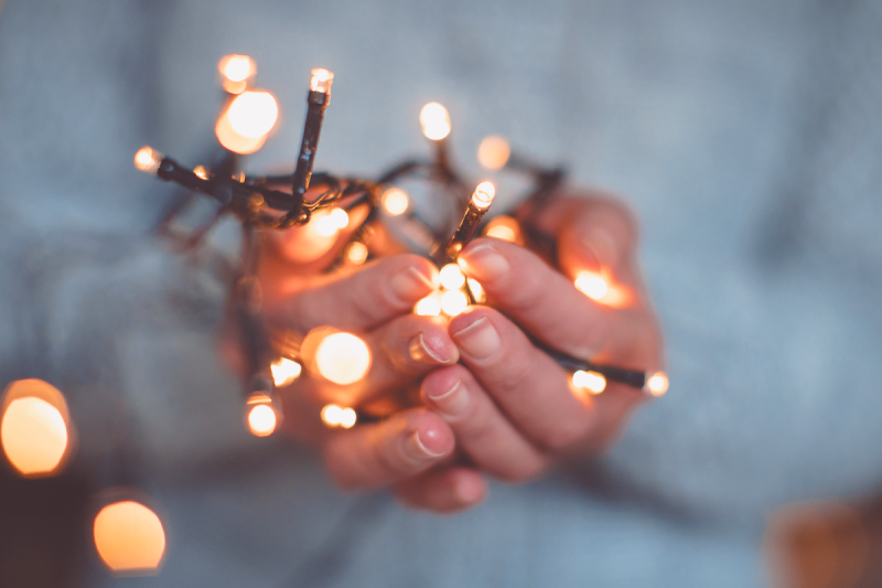 A handful of Christmas lights illustrating depth of field.